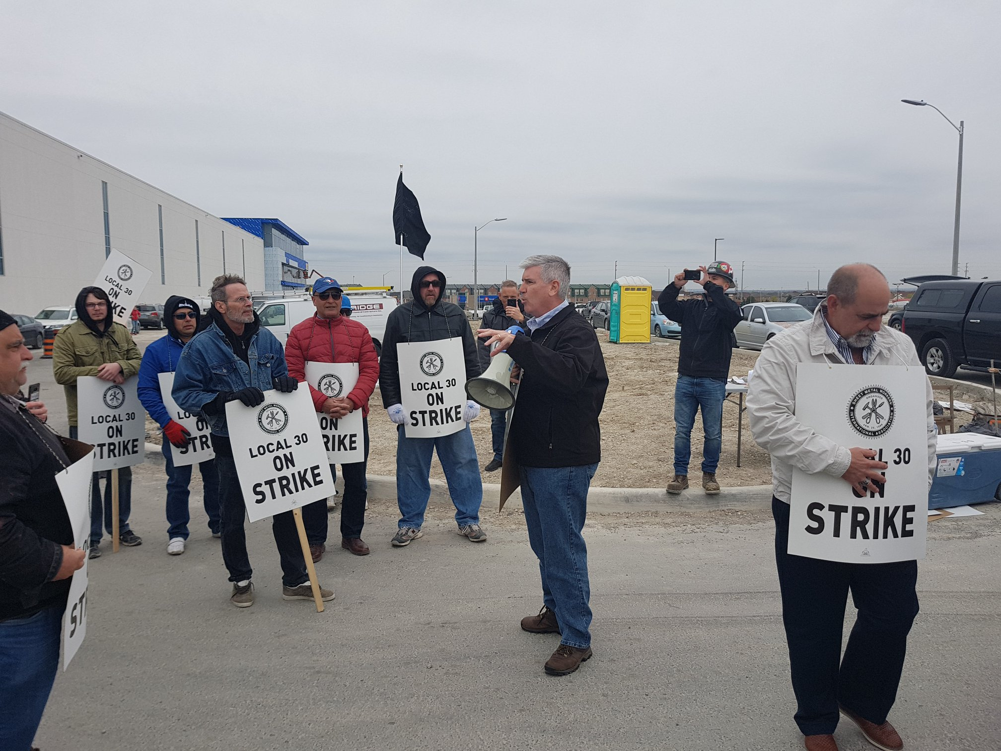 Sheet Metal Workers Stay Off Job As Other Unions Reach