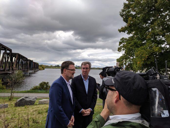 Ottawa Gatineau mayors at bridge